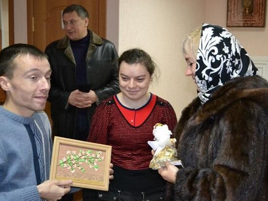 Всегда рады реальной и виртуальной встрече, — воспитанники и волонтёры Алчевской духовной лечебницы.
